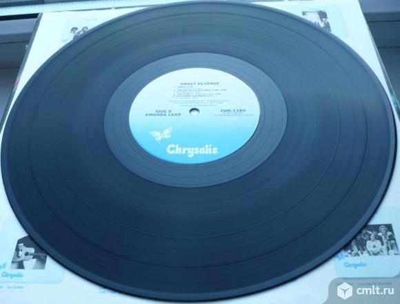 "Грампластинка (винил). Гигант [12"" LP]. Amanda Lear. Sweet Revenge. 1978. Chrysalis Records. USA.. Фото 8."