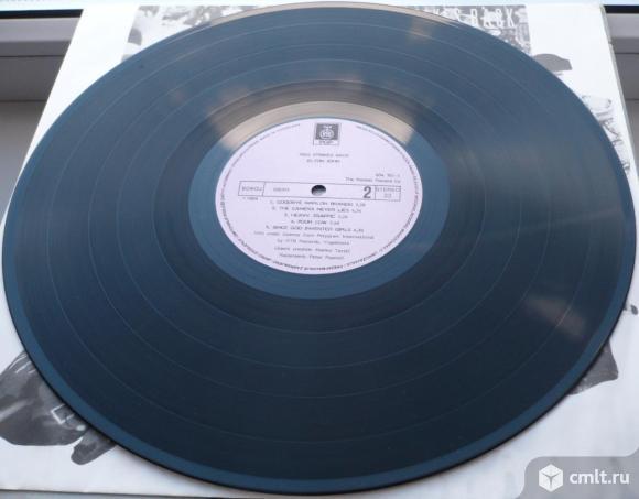 "Грампластинка (винил). Гигант [12"" LP]. Elton John. Reg Strikes Back. 1988. RTB Records. Yugoslavia.. Фото 8."