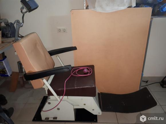 Продам стоматологическое кресло бу советского производства с электро приводом. Фото 1.