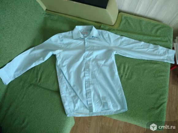 Рубашка подростковая голубаяВоротник: 36 см,длина: 72 см,длина рукава: 58 см.