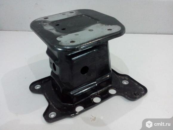 Кронштейн усилителя переднего бампера правый CHEVROLET CAPTIVA 06-10 б/у 20995451 5*. Фото 1.