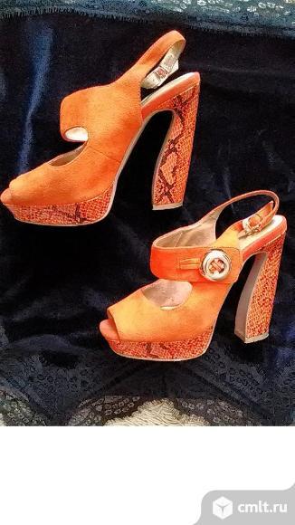 Продаю оранжевые замшевые босоножки Graciana