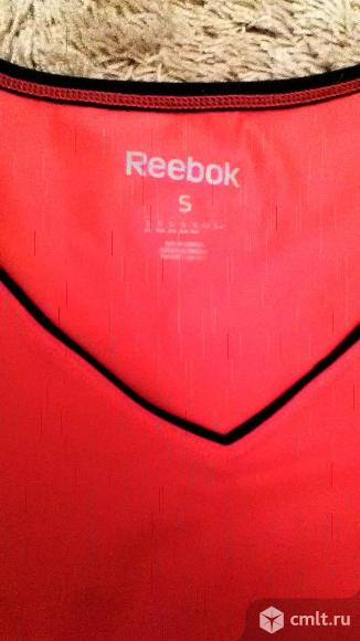 Продаю женскую футболку Reebok
