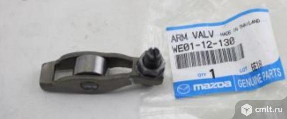 Рокер клапана двигателя Mazda BT-50 WE0112130. Фото 1.