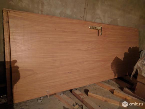 Продаю металлическую входную дверь  без коробки б/у. Фото 1.