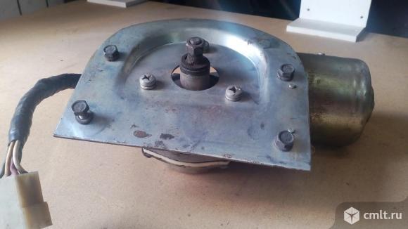 Мотор стеклоочистителя на КамАЗ. Фото 2.