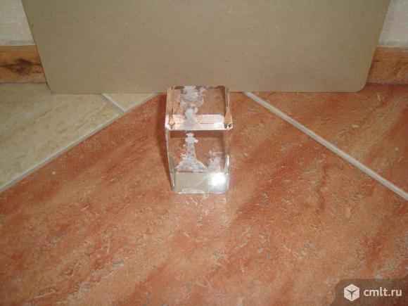Стеклянный сувенир с гравировкой внутри.. Фото 7.