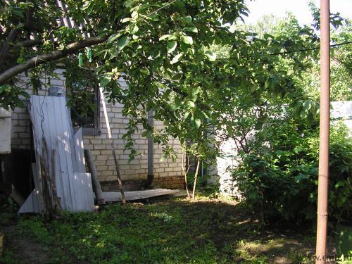 Сарай 12кв.м с окном и погребом. Можно использовать под летний домик или кухню. Рядом место для бани.