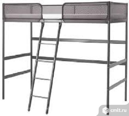 ТУФФИНГКаркас кровати-чердака, темно-серыйОтличное решение для небольших помещений.Лестница расположена по середине: забираться в кровать и спускаться вниз будет проще и удобнее.