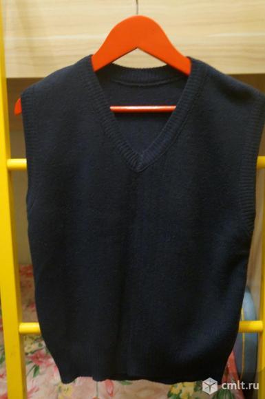 Школьная жилетка для мальчика. Фото 1.