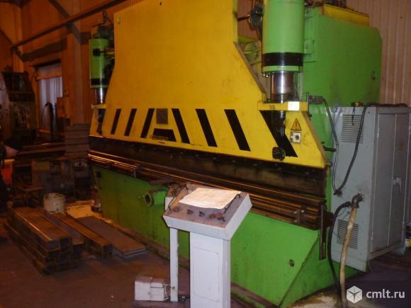 Гидропресс листогибочный гидравлический ИА 1430. Номинальное усилие 1000 кН, длина стола с ползуном 4050 мм