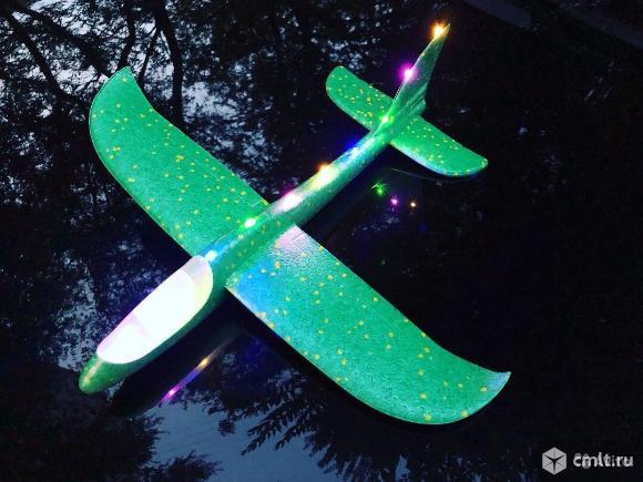 Самолет планер светящийся разные цвета. Фото 1.