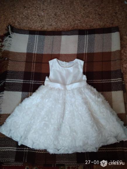 Платье нарядное белое продам