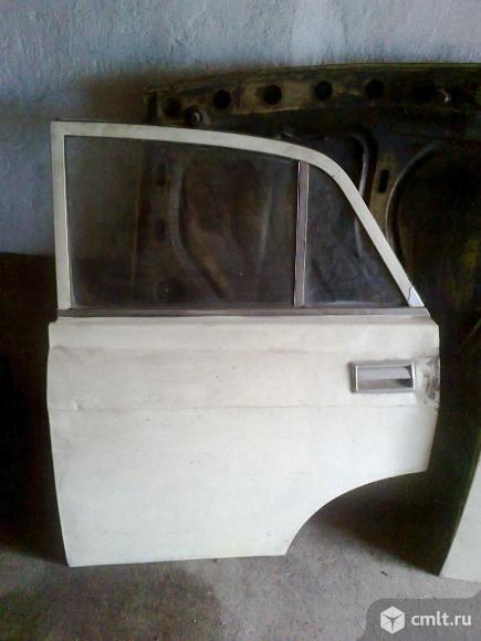 Продаю заднюю левую дверь для автомобиля М-2140. Фото 1.