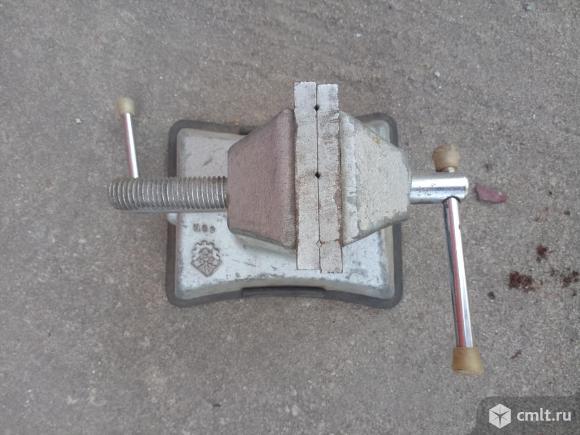 Тиски настольные маленькие, производство СССР, 1.5 тыс. р. Фото 2.