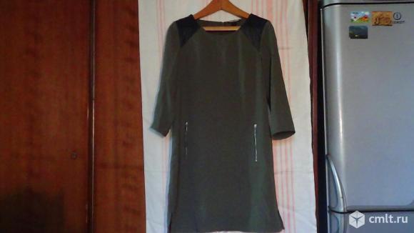 Платье с кожаными вставками. Фото 1.