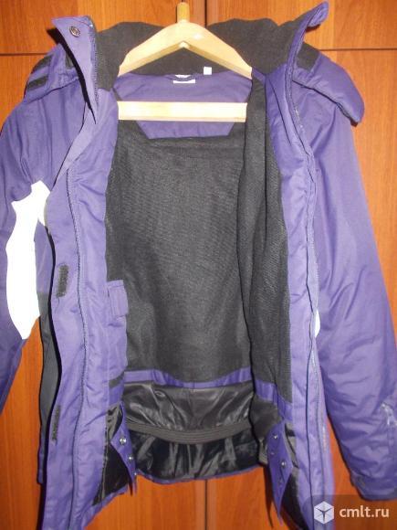 Куртка демисезонная с капюшоном. Отличное состояние. Фото 3.
