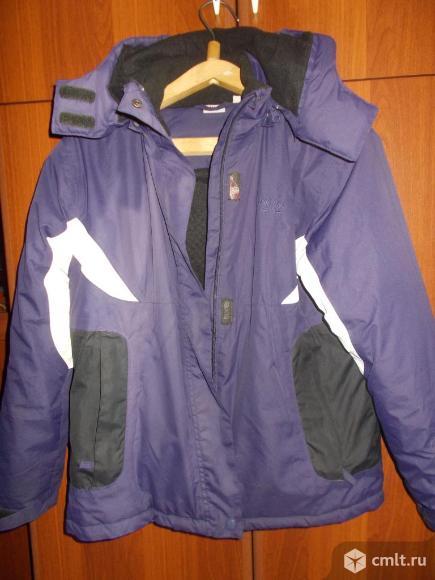 Куртка демисезонная с капюшоном. Отличное состояние. Фото 1.