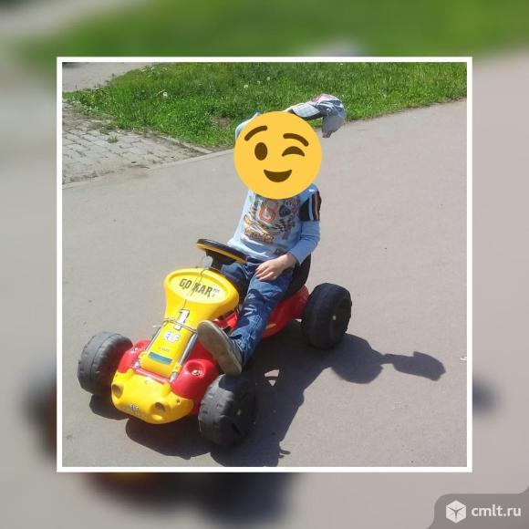 Машина с педалями. Фото 1.