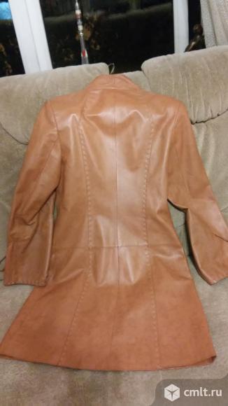 Плащ женский кожаный. Фото 3.