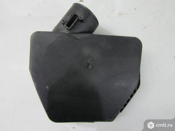 Крышка воздушного фильтра CHEVROLET CAPTIVA 11-13 б/у 20792672 3*. Фото 1.