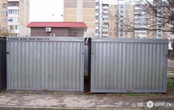 Металлический гараж. Фото 1.