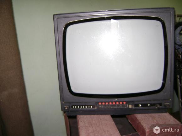 Телевизор кинескопный ч/б Электроника. Фото 1.