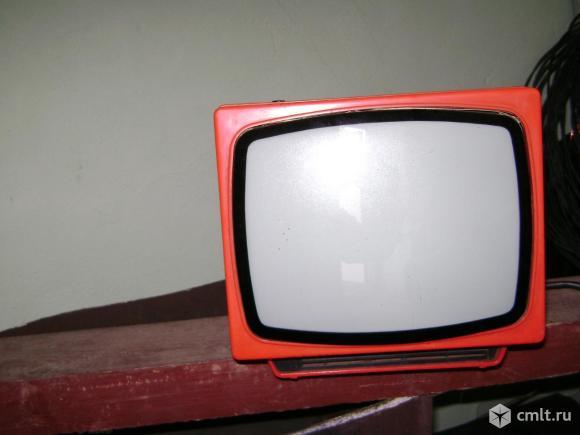 Телевизор кинескопный ч/б Электроника. Фото 2.