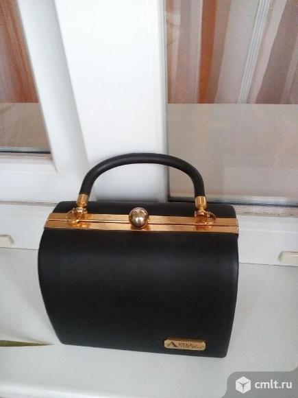Продам маленькую сумочку. Фото 1.