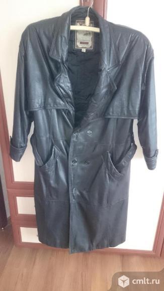 Кожаное пальто демисезонное. Фото 1.