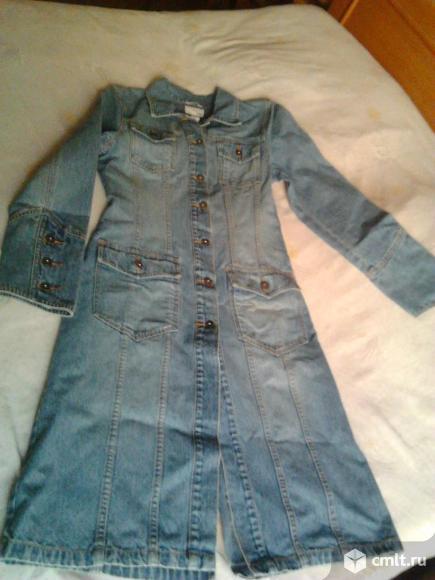 Плащ женский джинсовый, р. 46-48, отличное состояние, 700 р. Фото 1.