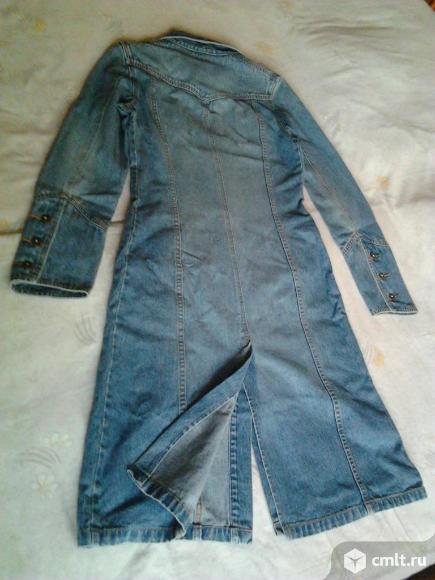 Плащ женский джинсовый, р. 46-48, отличное состояние, 700 р. Фото 3.
