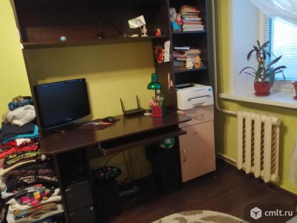 Стол для компьютера и для учебы. Фото 1.