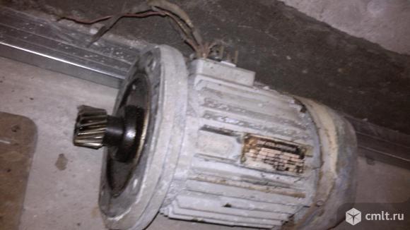 Двигатель асинхронный со станиной. Фото 1.