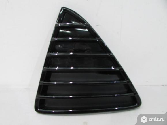 Решетка бампера левая глянцевая FORD FOCUS 3 11- треугольник. Фото 1.