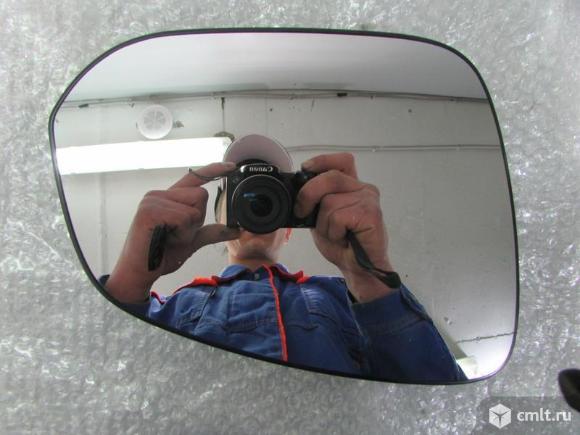 Зеркальный элемент правый TOYOTA RAV4 15-. Фото 1.