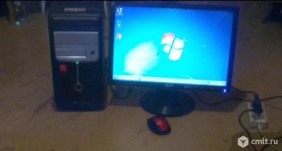 Компьютер с монитором 19дюймов и беспроводной мышью. Фото 1.