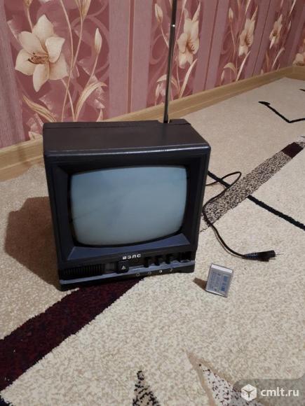 Телевизор кинескопный ч/б ВЭЛС. Фото 1.