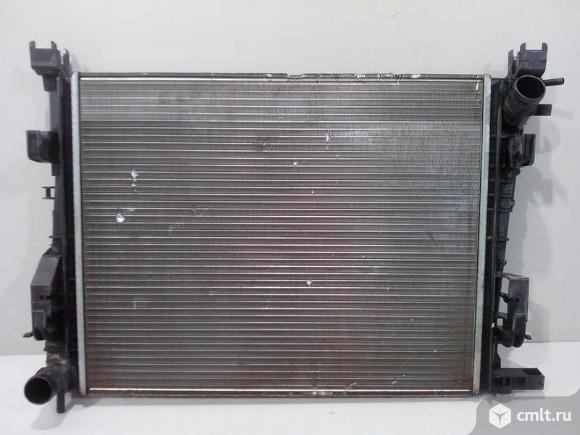 Радиатор охлаждения LADA VESTA 15- / RENAULT LOGAN / SANDERO 14- б/у 214105731R 3*. Фото 1.