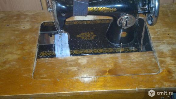 Ножная  и ручная швейнаые машинки ПМЗ. Фото 1.