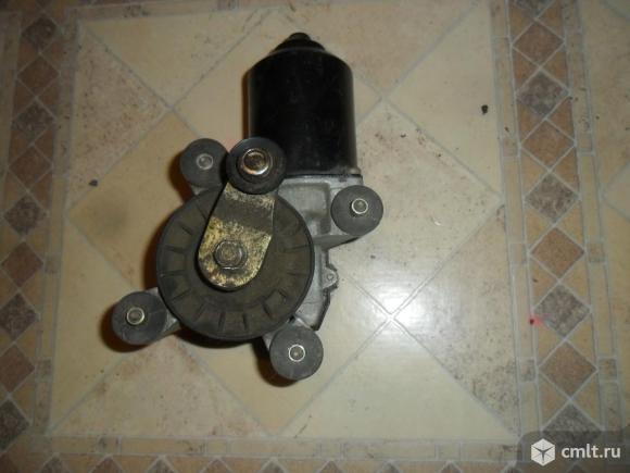 Мотор стеклоочистителя. Фото 1.
