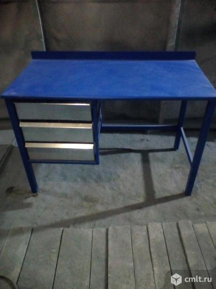 Стол железный с ящиками. Фото 1.