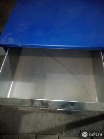Стол железный с ящиками. Фото 3.