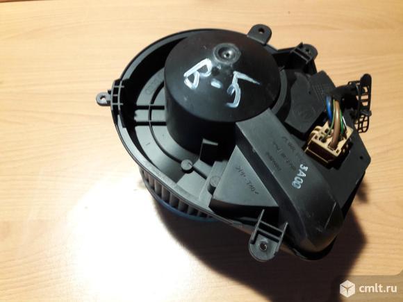 Мотор печки Фольксваген Пассат Б5 климат. Фото 1.