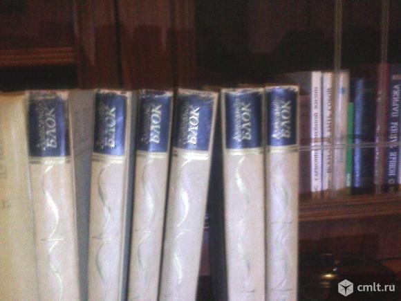 Книги Толстого,Грина и Блока.Есть и другие книжки.