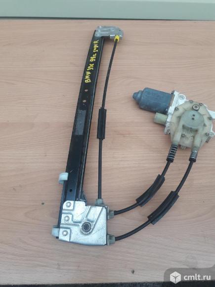 Стеклоподъёмник задний правый БМВ 520 Е39 1998 г. Фото 1.