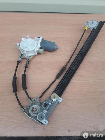 Стеклоподъёмник задний правый БМВ 520 Е39 1998 г. Фото 2.