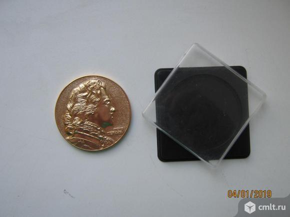 Настольная медаль Петергоф-Петродворец сувенир.. Фото 1.