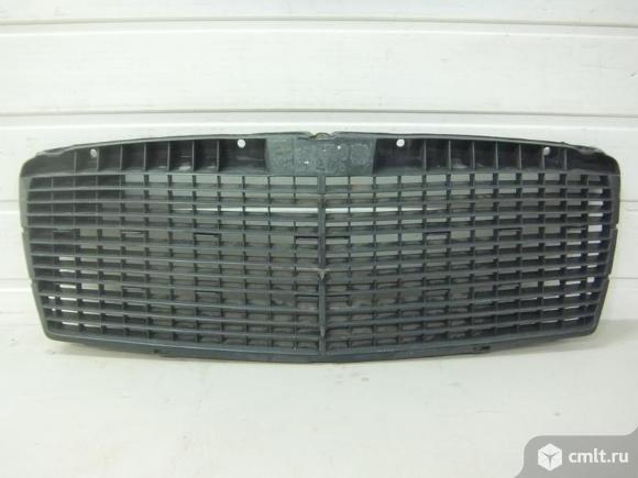 Накладка облицовка радиатора MERCEDES W210. Фото 1.