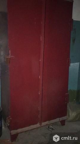 Железный шкаф. Фото 1.